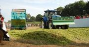 L'atelier ensilage maïs a attiré comme chaque année beaucoup de visiteurs sur le Salon aux champs des Cuma, qui s'est tenu les 28 et 29 août 2013 à La Chapelle-Caro dans le Morbihan.