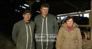 Au GAEC de bout du Caule, sur leurs 310 hectares, en Seine-Maritime, Sylvie Avril, Bruno Trehet et Marc Trehet produisent du lait...