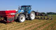Dans les conditions sèches, enfouir l'engrais permet de gagner en efficience.