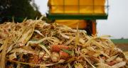 Alain Parfait, agriculteur près de Toul (Meurthe-et-Moselle) a investi dans un récupérateur de menue paille pour sa récolte 2013 de maïs grain.