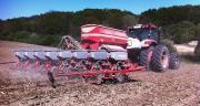 Semis de maïs sur sol sableux avec le Horsch Maestro. Photo : Flavien Roussel/Pixel image.