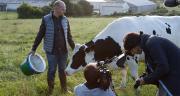 """Bruno, éleveur laitier breton, l'acteur de """" À l'heure du lait """". Photo : Cniel"""