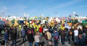 Les manifestants ont bloqué l'accès à certains parkings du Space et ont mené des opérations escargot en tracteurs autour de Rennes. Photos N. Tiers/Pixel image