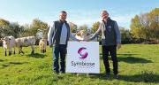 Les deux présidents Paul Langevin de HBC (à gauche) et Bruno Bechet de PHF (à droite) dévoilent le logo de la nouvelle association Symbiose créée pour mutualiser les outils informatiques des deux structures. Photo : symbiose