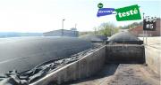 Tous les quinze jours, l'un des quatre digesteurs doit être vidé et réalimenté avec du fumier et des déchets verts. Photo : ARIA Énergies