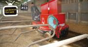 L'éleveur nettoie et paille 70 logettes, deux fois par jour, en 8 à 10 min à chaque fois.