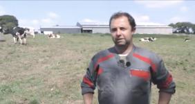 Julien Le Mauff, éleveur dans les Côtes-d'Amor a suivi une formation au parage et à la détection des boiteries.