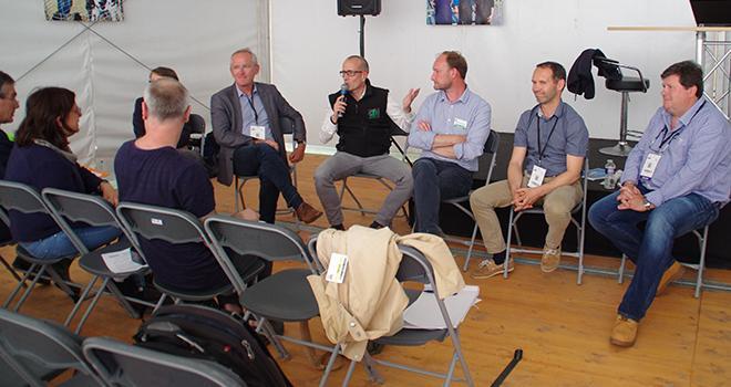 La présentation de l'outil GrassMan s'est effectué au Salon de l'herbe en présence des équipes de l' Institut de l'élevage, Mas Seeds, Jouffray Drillaud et le concepteur de l'outil.