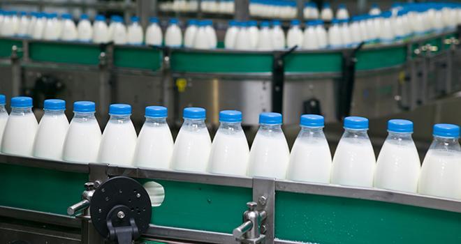 De nombreux industriels laitiers communiquent sur leurs engagements en faveur de l'environnement. ©SemA/AdobeStock
