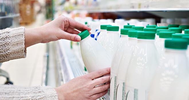 En 2018, les ventes de lait liquide ont reculé de 3,3 % en volume par rapport à 2017. ©Sergey Ryzhoc/AdobeStock