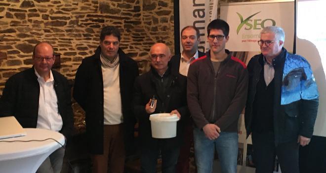De gauche à droite : P. Poixblanc (Sodiaal), T. Hulmer (Littoral Normand), S. Capron (Prosperité Fermière Ingredia), J. Delmotte (Yseo), F. Denorme (éleveur) et C. Levavasseur (MLC). CP : DR