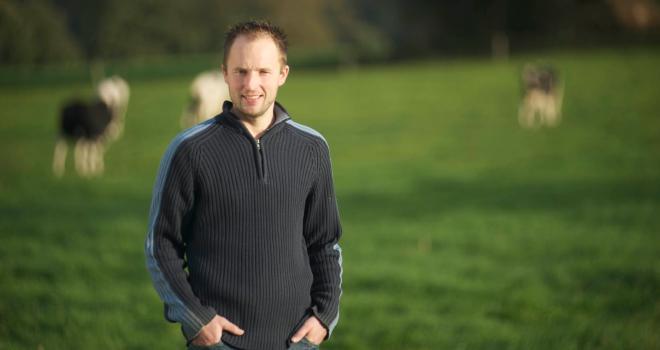 Olivier Sourdin, éleveur en Ile-et-Vilaine, a dû réduire sa production laitière de 2 % en avril. CP : DR