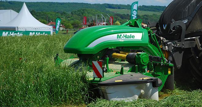 Grâce à son système breveté, la F3100 assure une pression constante du lamier au sol. Photo : M.Lecourtier/Pixel image
