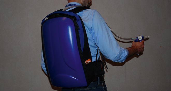 Deltanil est disponible en poche de 2,5 litres insérée dans un sac à dos rigide pour faciliter son administration.