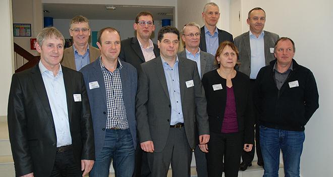 Les présidents (en première ligne) et les directeurs des 5 entreprises de conseil élevage formant le Groupe Seenergi. Photo : N. Tiers/Pixel image