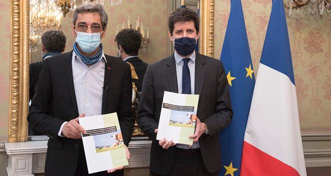Serge Papin a remis le 25 mars son rapport à Julien Denormandie, ministre de l'Agriculture et de l'Alimentation. ©Cheick Saidou / agriculture.gouv.fr